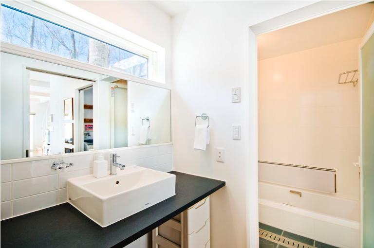 Yamabiko Hirafu Bathroom with Bathtub | Lower Hirafu