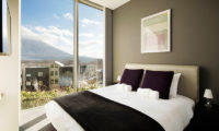 Terrazze Niseko Three Bedroom Alpine Views Bedroom | Middle Hirafu