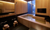 Terrazze Niseko Four Bedroom Yotei Panorama Penthouse Bath and Showers | Middle Hirafu