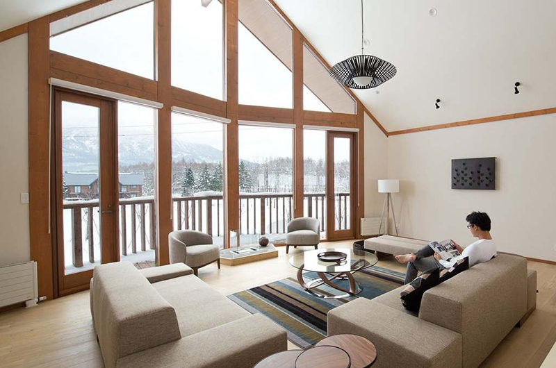 Eagle's Nest Spacious Living Area with Mountain View | West Hirafu