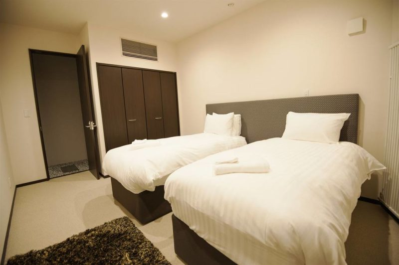 Kasumi Twin Bedroom with Carpet | West Hirafu