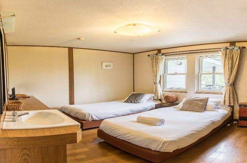 Jam Lodge Niseko Twin Bedroom with Wooden Floor | West Hirafu