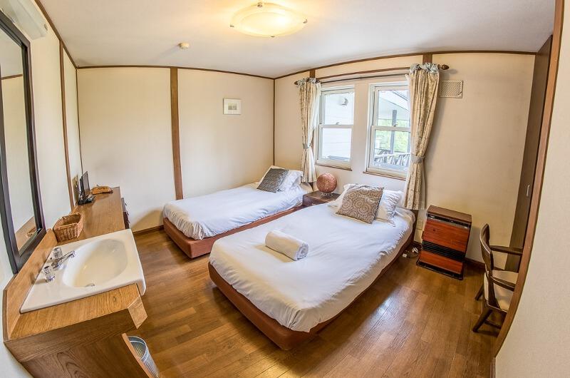 Jam Lodge Niseko Bedroom with Twin Beds | West Hirafu