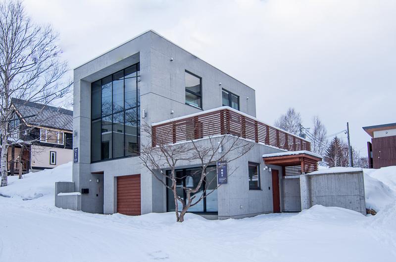 Asanagi Exterior with Snow | Middle Hirafu