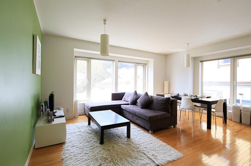 First Tracks Living Room | Upper Hirafu