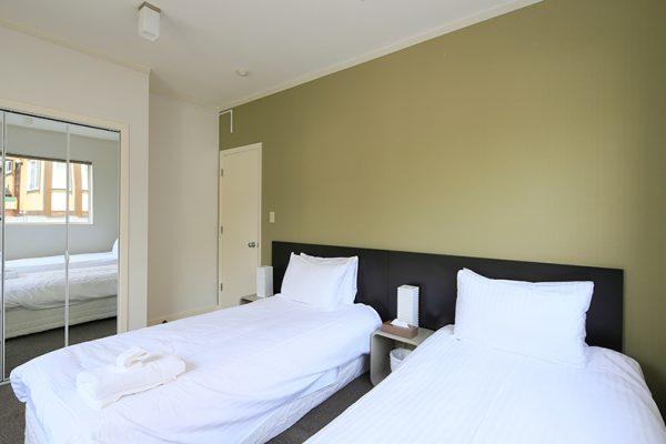 First Tracks Twin Bedroom with Mirror   Upper Hirafu