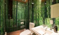 Gustavs Hideaway En-Suite Bathroom with Bathtub | Lower Hirafu