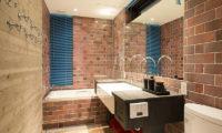 Gustavs Hideaway Bathroom with Bathtub | Lower Hirafu