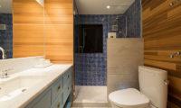 Gustavs Hideaway Bathroom with Shower | Lower Hirafu