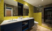 Gustavs Hideaway His and Hers Bathroom | Lower Hirafu