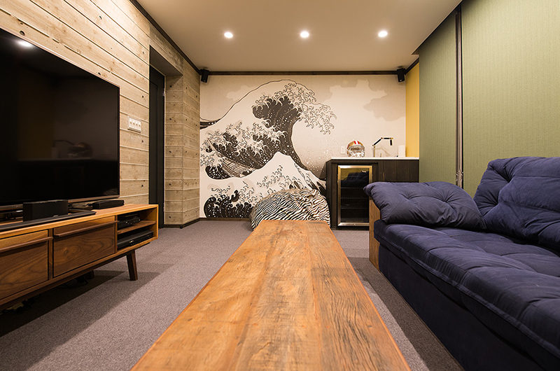 Gustavs Hideaway TV and Lounge Area | Lower Hirafu
