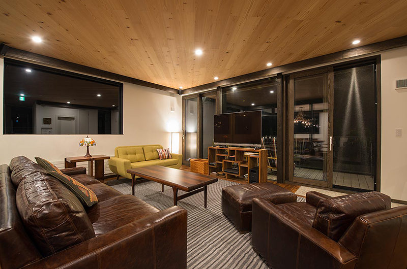 Gustavs Hideaway TV Room Night View | Lower Hirafu
