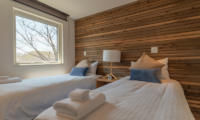 Kawasemi Residence Twin Bedroom with Outdoor View | Lower Hirafu