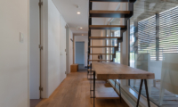 Kawasemi Residence Side Table with Up Stairs | Lower Hirafu