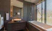 Kawasemi Residence En-Suite Bathroom with Bathtub | Lower Hirafu