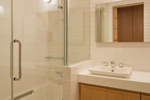 Akari Bathroom with Shower | Outer Hirafu