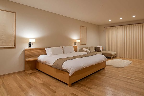 Akari Spacious Bedroom with Wooden Floor | Outer Hirafu