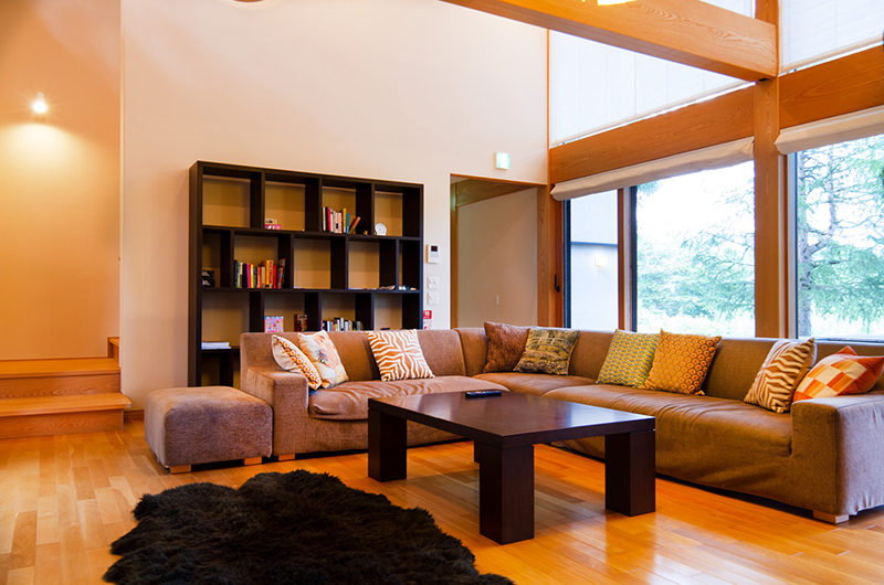 Akari Lounge Area with Wooden Floor | Outer Hirafu