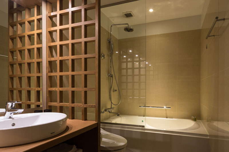 Ki Niseko Bathroom with Bathtub | Upper Hirafu