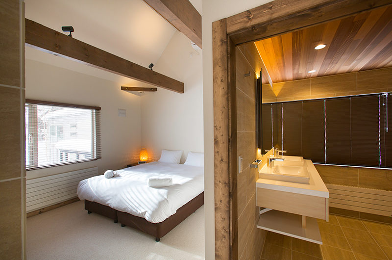 Gresystone Bedroom and Spacious Bathroom | Lower Hirafu