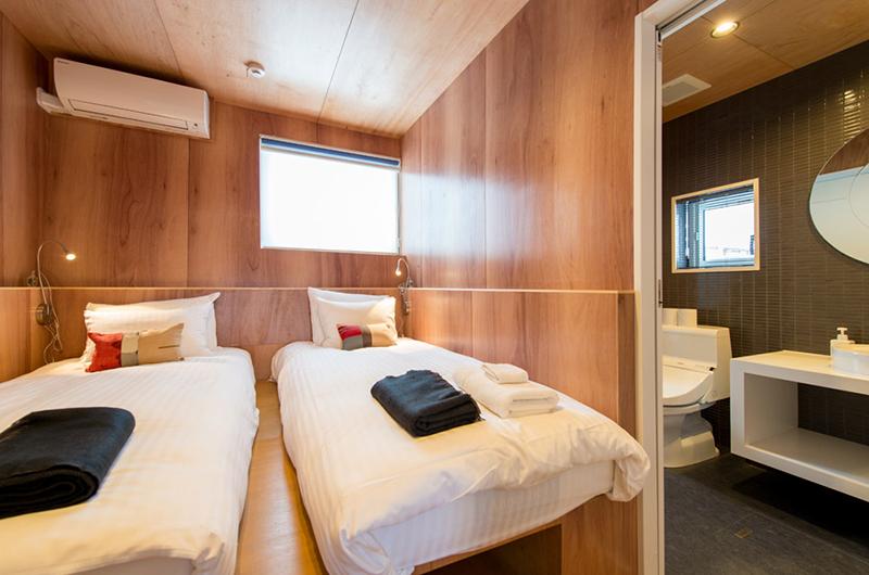 Heiwa Lodge Twin Bedroom and Bathroom | West Hirafu