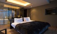 Muse Niseko Bedroom and Bathroom | Middle Hirafu