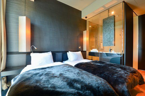 Muse Niseko Twin Bedroom and Bathroom | Middle Hirafu
