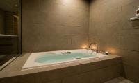 Aspect Niseko Bathtub | Middle Hirafu Village