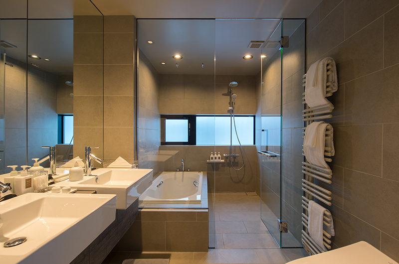 Aspect Niseko Bathroom with Bathtub | Middle Hirafu Village