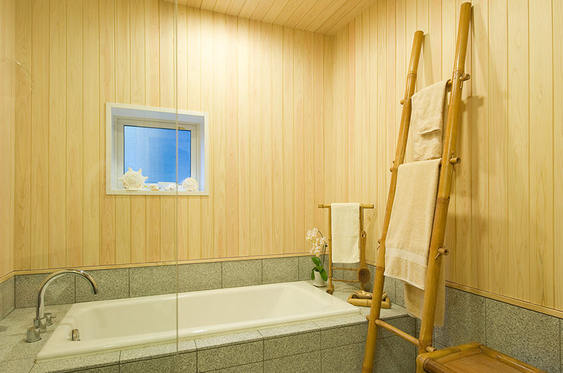Chalet Murasaki Bathroom with Bathtub | Upper Hirafu