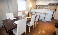 Full Circle Kitchen and Dining Area | Middle Hirafu