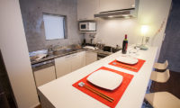 Full Circle Modular Kitchen | Middle Hirafu