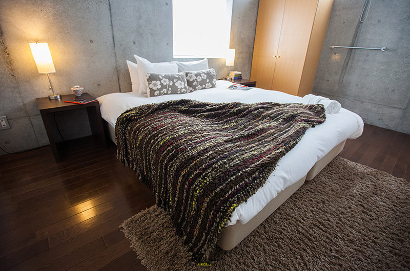 Full Circle Bedroom with wooden Floor | Middle Hirafu