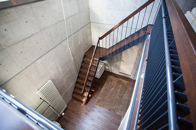 Full Circle Up Stairs | Middle Hirafu