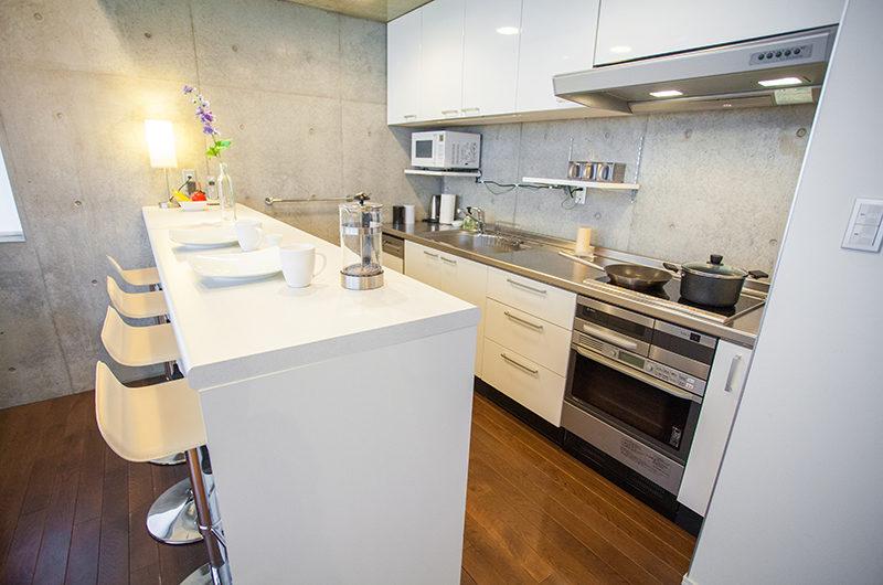 Full Circle Kitchen Area | Middle Hirafu