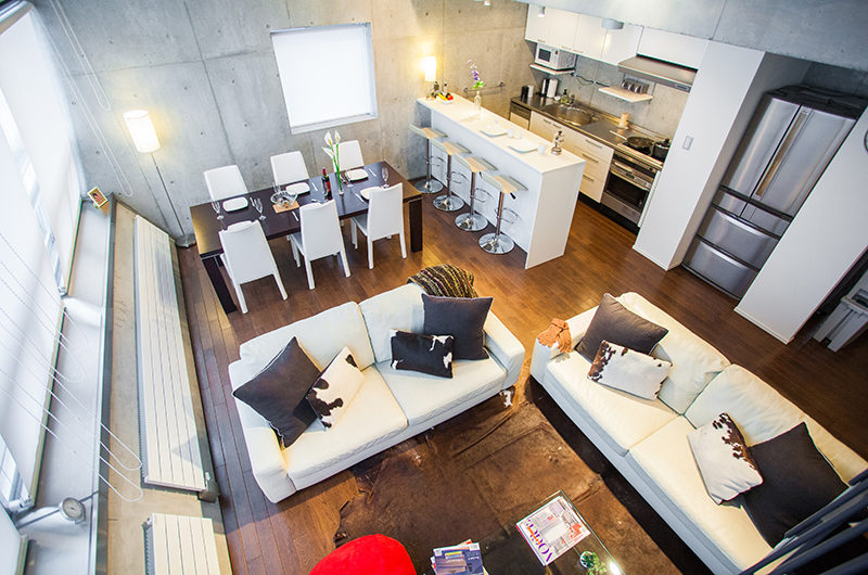 Full Circle Living Room Top View | Middle Hirafu