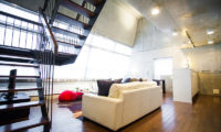Full Circle Lounge Room near Up Stairs | Middle Hirafu