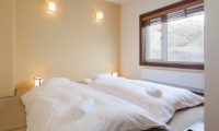 Ginsetsu Twin Bedroom with Outdoor View | Middle Hirafu