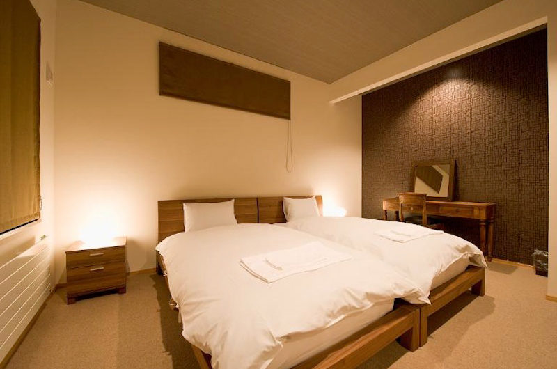 Niseko Hana and Jo Bedroom with Table Lamp | East Hirafu