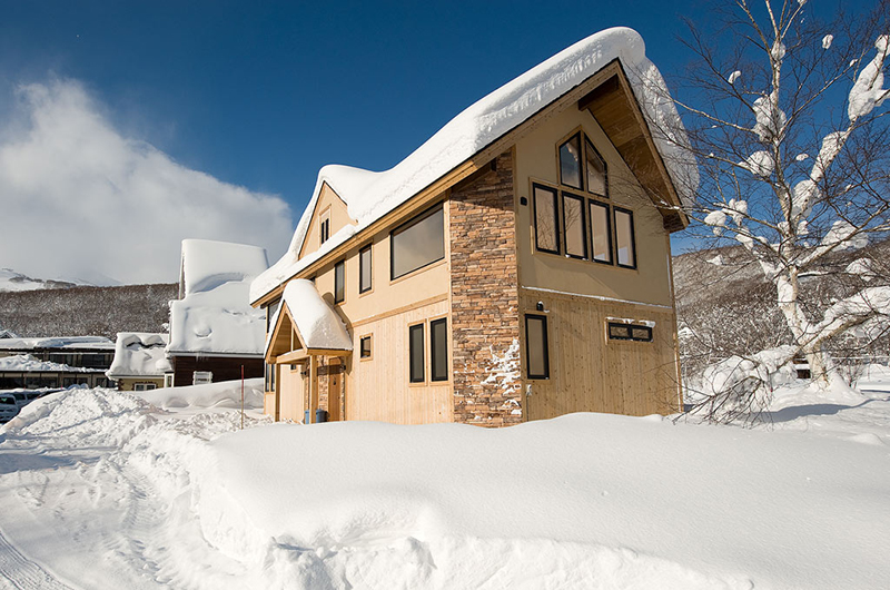 Niseko Hana and Jo Outdoor Area | East Hirafu