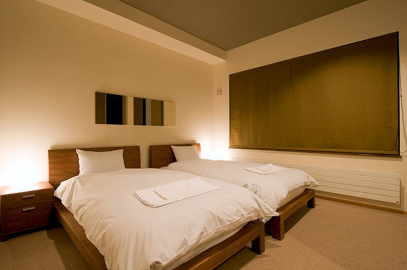 Niseko Hana and Jo Bedroom with Twin Beds | East Hirafu