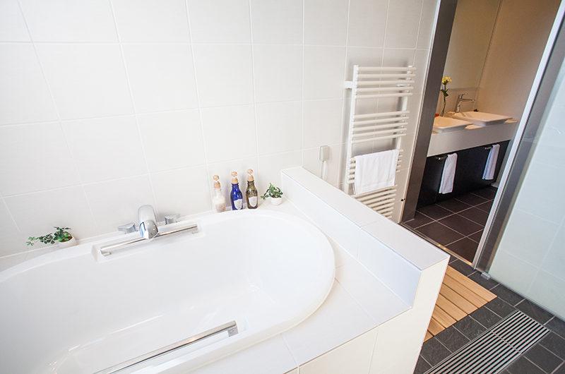 Hirafu 188 Apartments Bathtub | Upper Hirafu