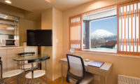 M Hotel Suite Living Area with Mountain View | Middle Hirafu