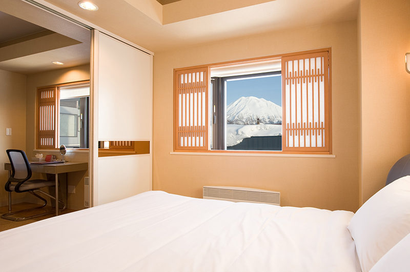 M Hotel Suite Bed Space with Mountain View | Middle Hirafu