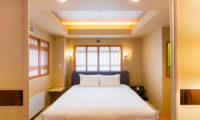 M Hotel Suite Bed Space with Wooden Floor | Middle Hirafu