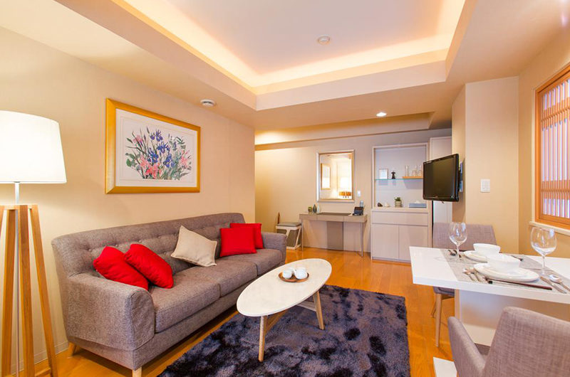 M Hotel Suite Living Area with Carpet | Middle Hirafu