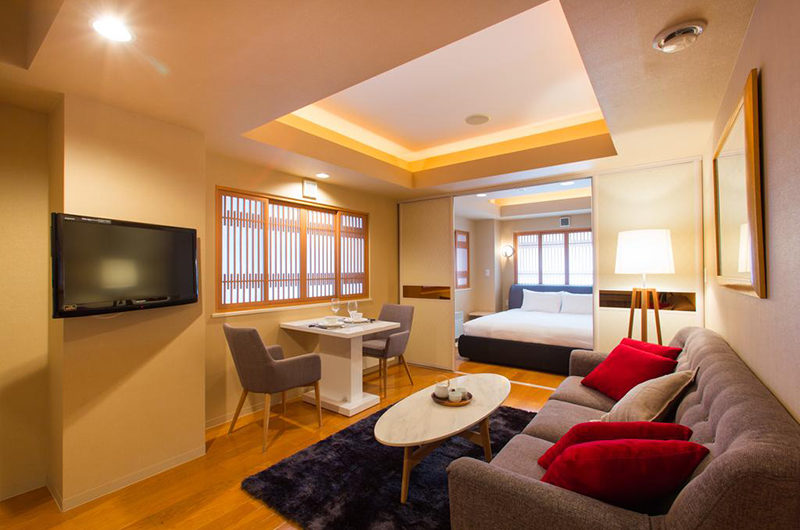 M Hotel Suite Living Area with TV | Middle Hirafu