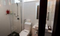 Neyuki Townhouses Bathroom with Shower | Middle Hirafu
