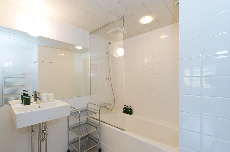 Nupuri Cottage Bathroom with Bathtub | Lower Hirafu