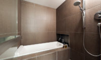 Setsugetsu Terrace Bathroom with Shower | Middle Hirafu